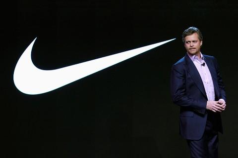 Invalidez Genealogía híbrido  Mark Parker's Pay Falls to $13.9M at Nike - ADRDAILY.com