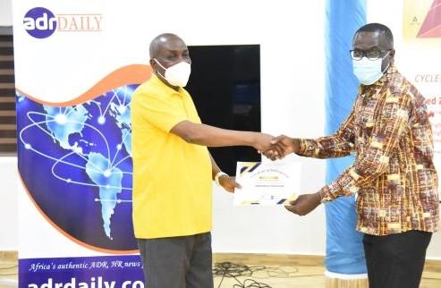 Mr Austin Gamey presenting a certificate to a participant